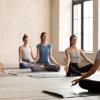 Grupo de 6 pessoas a meditar; Paz interior; Curso de Meditação em Loures